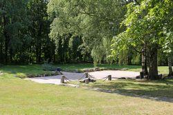 Helsingin ensimmäisen kirkon paikka Vanhankaupungin kirkkopuistossa.