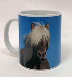 Hevonen sinisellä taustalla -muki