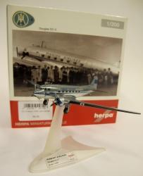 Finnish Airlines DC-3 -pienoismalli