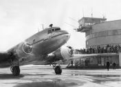 "Ilmailumuseon juliste - Aero Oy:n Douglas DC-3 ""Tiira"""